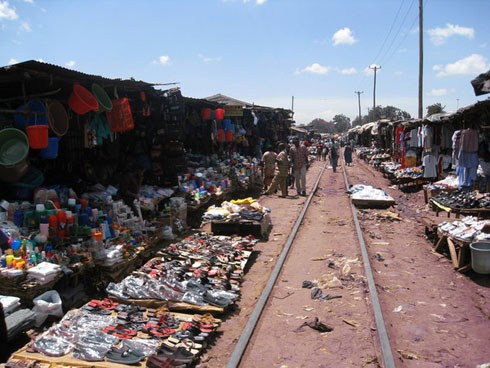 Photo by Amnesty.org.uk of market stalls before the railway line in Kibera